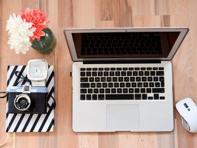 laptop, aparat, freelancing, lidiajekielek.pl, strona internetowa, agencja kreatywna, samodyscyplina, blog, jak założyć blog na wordpressie, copywriting, samodyscylpna, porażka, sukces, jak zarabiać z bloga,
