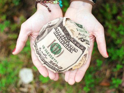 10 sytuacji, w których odpychasz od siebie pieniądze